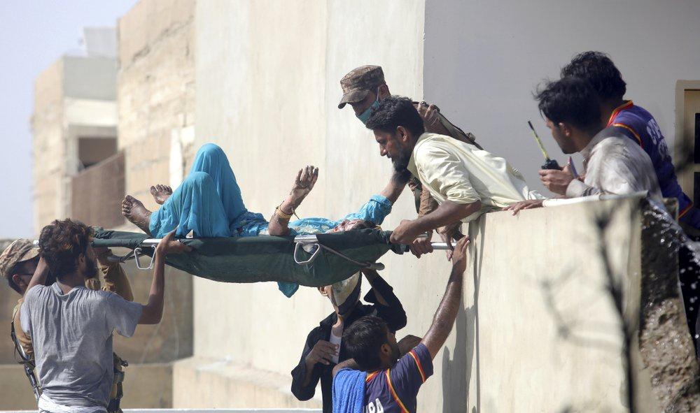 Chuyến bay ăn mừng trở thành thảm kịch ở Pakistan-4