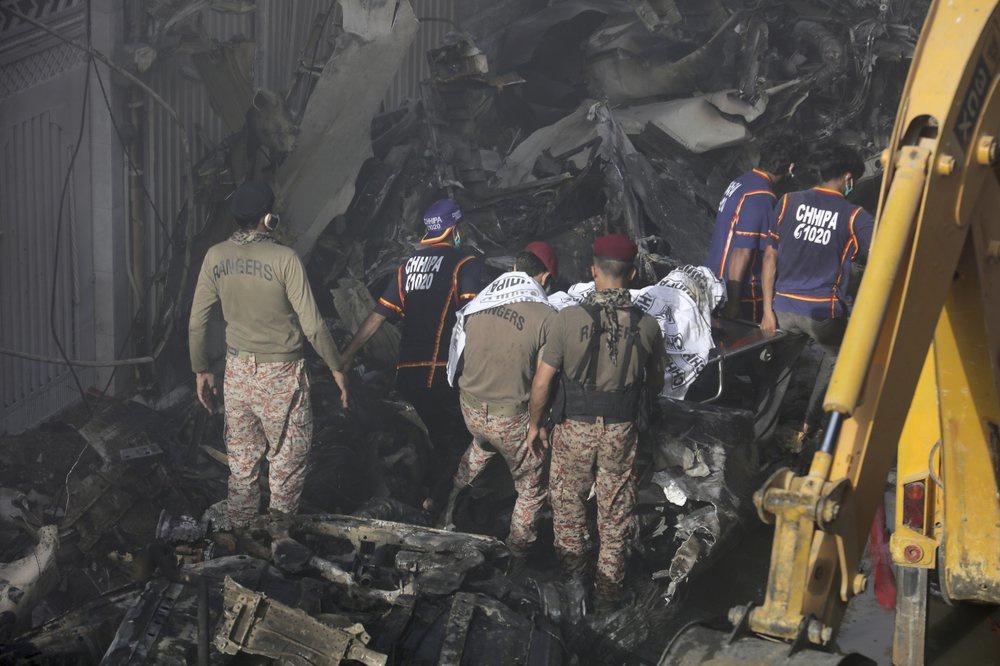Chuyến bay ăn mừng trở thành thảm kịch ở Pakistan-5
