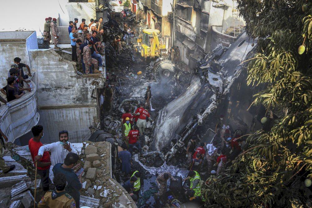 Chuyến bay ăn mừng trở thành thảm kịch ở Pakistan-6