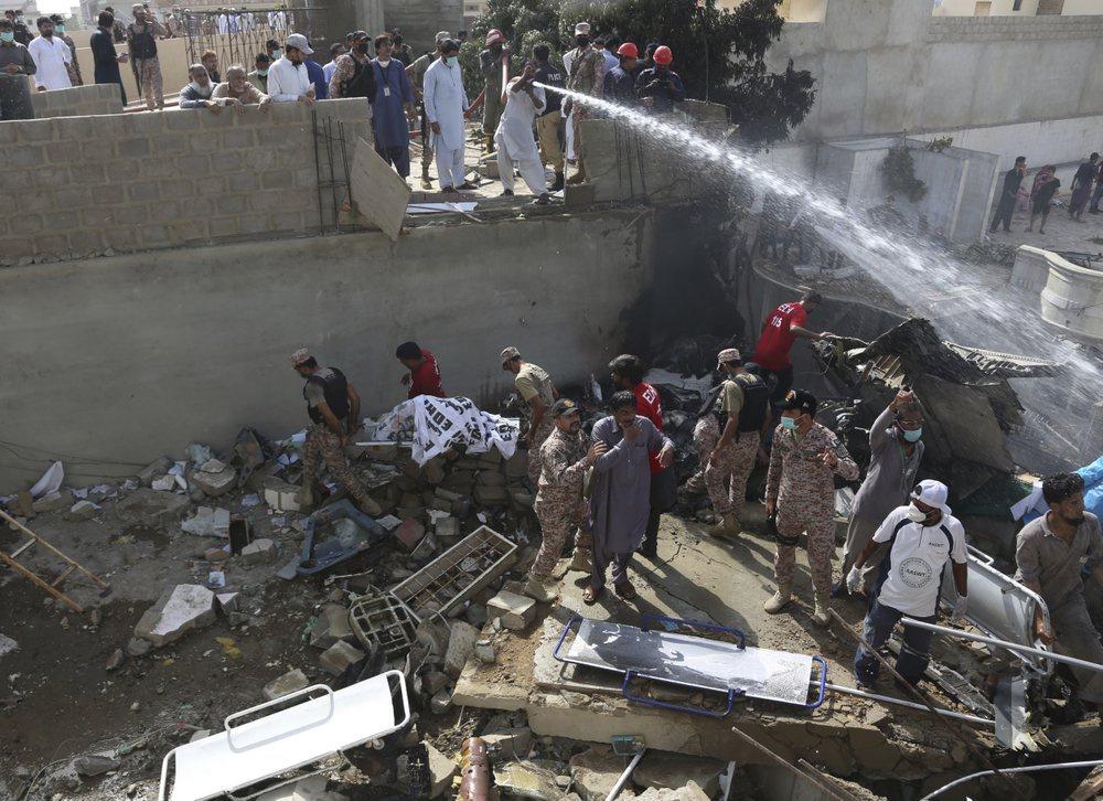 Chuyến bay ăn mừng trở thành thảm kịch ở Pakistan-7
