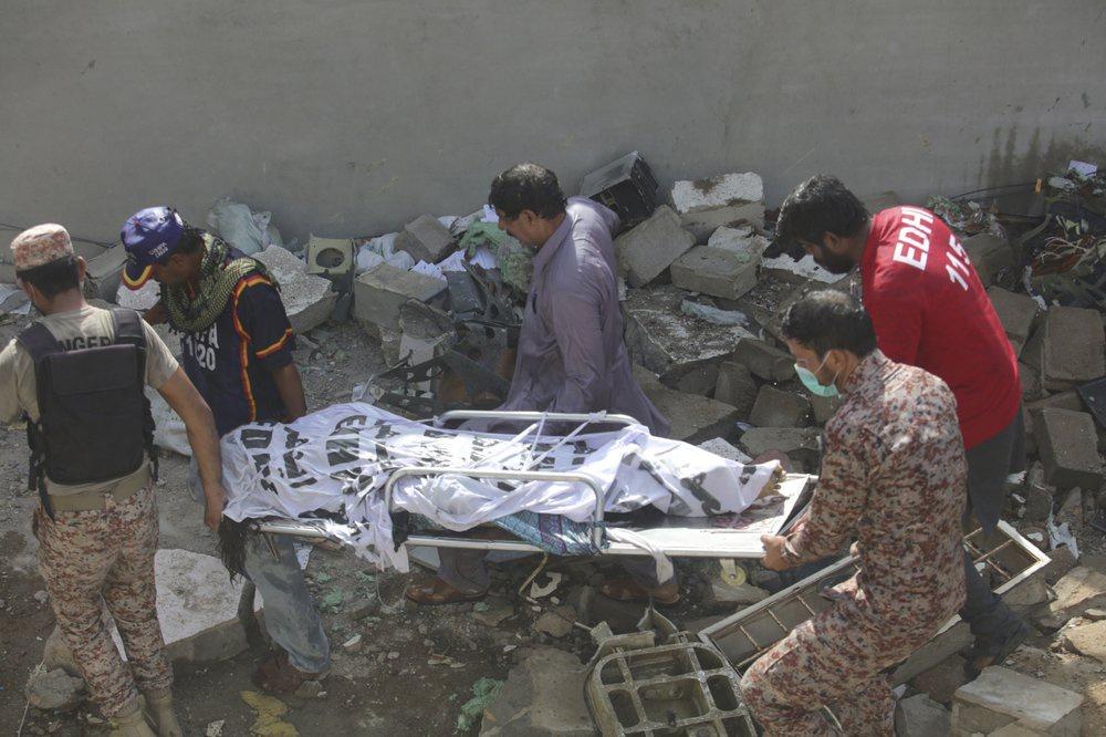 Chuyến bay ăn mừng trở thành thảm kịch ở Pakistan-8