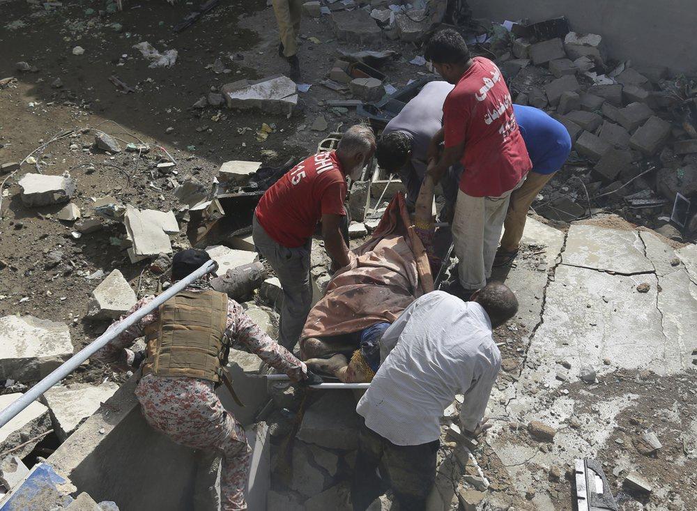 Chuyến bay ăn mừng trở thành thảm kịch ở Pakistan-9