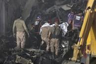 Video: Máy bay rơi tan tành khiến hơn 100 người chết ở Pakistan