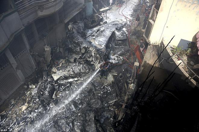 Người đàn ông may mắn thoát chết trong vụ rơi máy bay Pakistan vì lỗi hệ thống đặt vé online-2