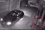 Thanh niên suýt bị bắt khi trộm xe SH giữa ban ngày-1