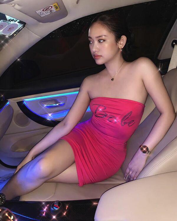 Về thăm ba, Thuý Vi diện váy dài kín chân, cách chọn màu đã cộng cho hotgirl cả vài tuổi-7