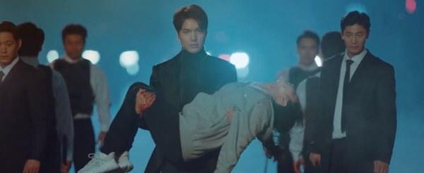 Cực hot tập 12 Quân vương bất diệt: Đỏ mặt cảnh hôn nóng bỏng của Lee Min Ho và Kim Go Eun ngay trên giường-1