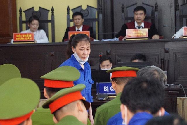 Xét xử gian lận thi cử tại Sơn La: Tranh cãinảy lửa giữa cựu giám đốc sở và cấp dưới-2