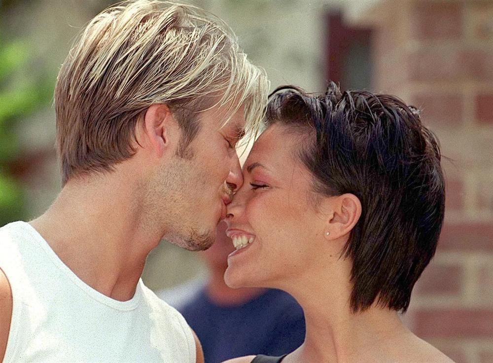 Tự truyện Victoria - bỏ bạn trai cũ, đêm đầu tiên với Beckham trong xe-4
