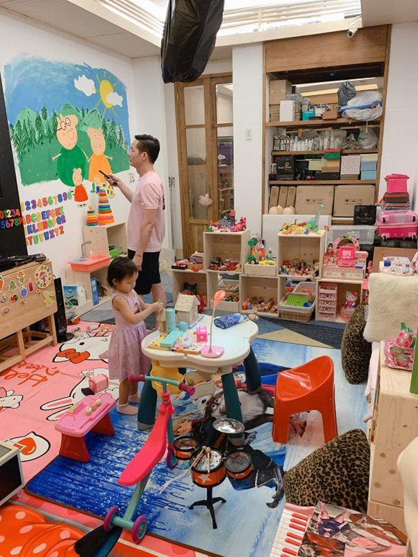 Yêu con gái như đại gia Đức An: Mới sinh tặng biệt thự, lớn chút có phòng đồ chơi riêng-7
