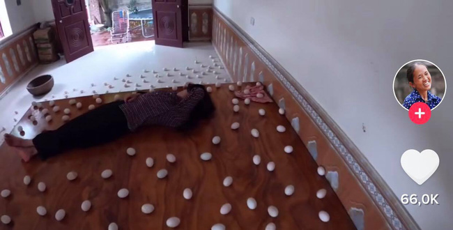 Con trai bà Tân Vlog xếp trứng quanh nhà để troll mẹ, bị dân tình phẫn nộ lên án vì lãng phí thức ăn-3
