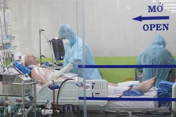 CLIP: Xem bác sĩ Bệnh viện Chợ Rẫy cứu chữa phi công người Anh mắc Covid-19 nặng-1
