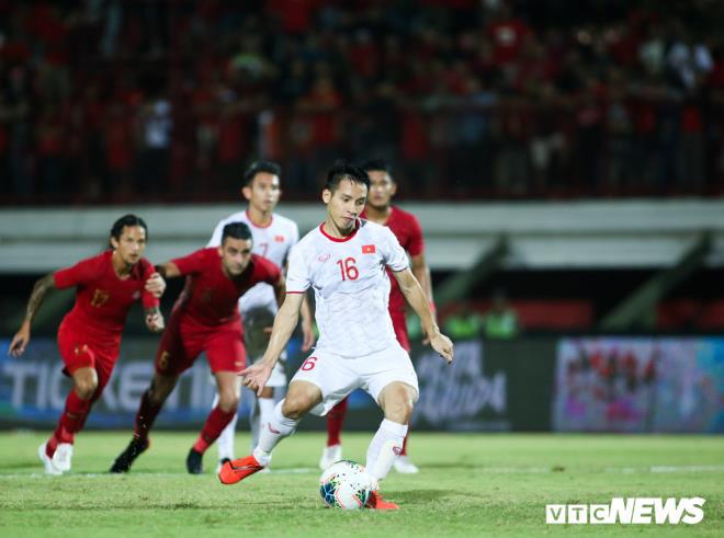 Quang Hải vs Hùng Dũng: Ai xứng đáng giành Quả bóng Vàng Việt Nam 2019?-2