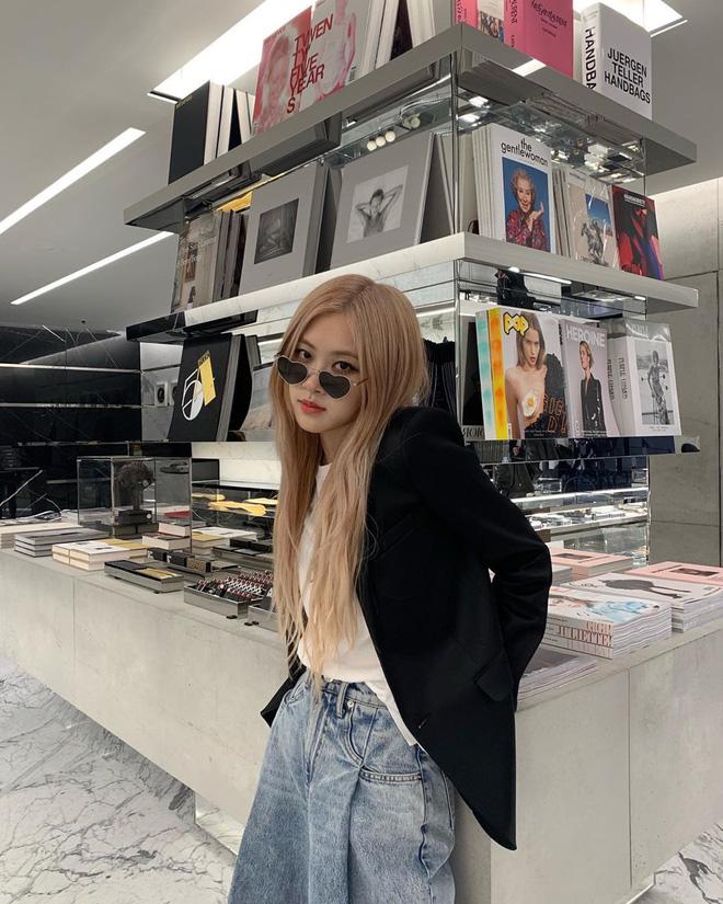 """Có một kiểu quần jeans sao Việt phát cuồng"""" mới đây nhưng Rosé thì đã diện suốt từ năm ngoái mới tài-4"""
