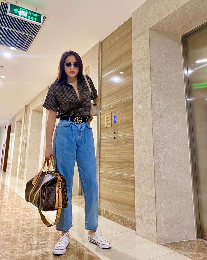 """Có một kiểu quần jeans sao Việt phát cuồng"""" mới đây nhưng Rosé thì đã diện suốt từ năm ngoái mới tài-9"""