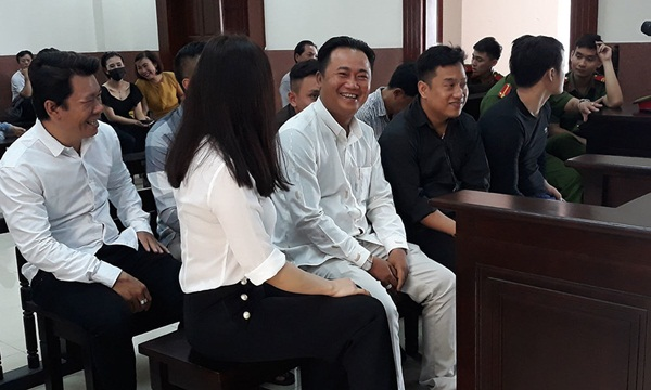 Sẽ áp giải nữ bác sĩ đến phiên xử bác sĩ Chiêm Quốc Thái bị chém-3