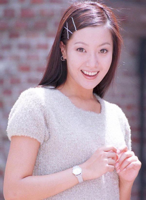 Kim Hee Sun - Người phụ nữ duy nhất tự tin khẳng định đẹp hơn Kim Tae Hee: Từng đau đớn tới mức muốn giải nghệ, bỏ xứ ra đi vì ngoại hình con gái bị miệt thị-2