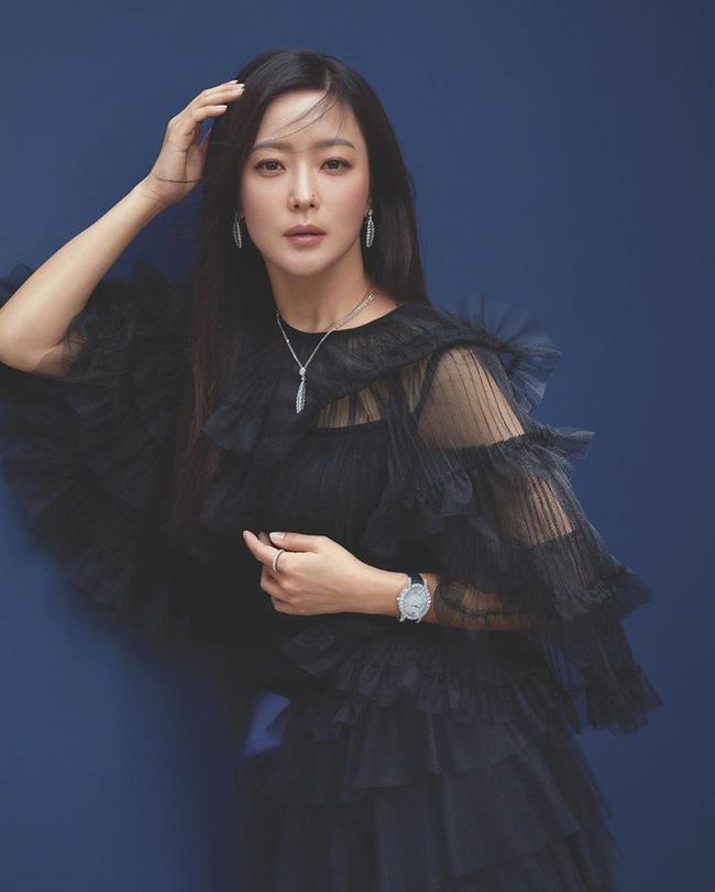 Kim Hee Sun - Người phụ nữ duy nhất tự tin khẳng định đẹp hơn Kim Tae Hee: Từng đau đớn tới mức muốn giải nghệ, bỏ xứ ra đi vì ngoại hình con gái bị miệt thị-4