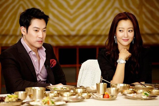 Kim Hee Sun - Người phụ nữ duy nhất tự tin khẳng định đẹp hơn Kim Tae Hee: Từng đau đớn tới mức muốn giải nghệ, bỏ xứ ra đi vì ngoại hình con gái bị miệt thị-6