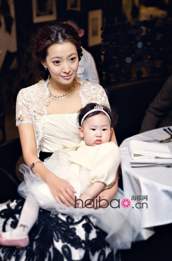 Kim Hee Sun - Người phụ nữ duy nhất tự tin khẳng định đẹp hơn Kim Tae Hee: Từng đau đớn tới mức muốn giải nghệ, bỏ xứ ra đi vì ngoại hình con gái bị miệt thị-8