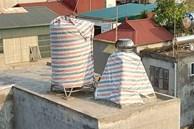 Hội 'khổ chủ' có bồn nước đặt trên nóc nhà, lên mạng mách nhau cách chống chọi lại cảnh nắng nóng làm nước sinh hoạt có thể... 'luộc chín cả thịt'