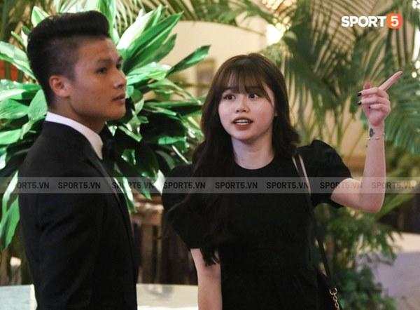 Hot: Quang Hải đưa Huỳnh Anh cùng đi dự lễ trao giải Quả bóng vàng Việt Nam 2020-1
