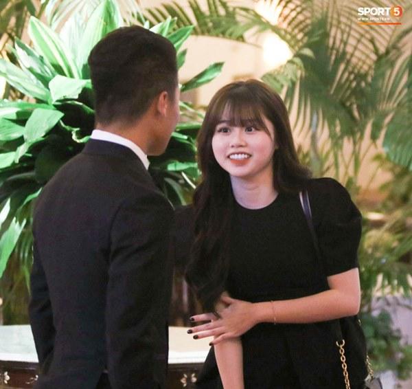Hot: Quang Hải đưa Huỳnh Anh cùng đi dự lễ trao giải Quả bóng vàng Việt Nam 2020-3