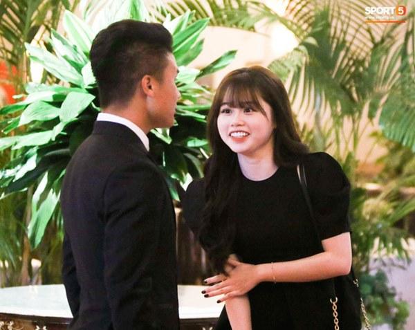 Hot: Quang Hải đưa Huỳnh Anh cùng đi dự lễ trao giải Quả bóng vàng Việt Nam 2020-4