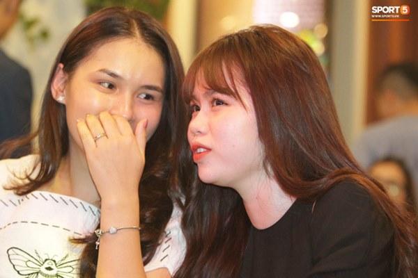 Hot: Quang Hải đưa Huỳnh Anh cùng đi dự lễ trao giải Quả bóng vàng Việt Nam 2020-9