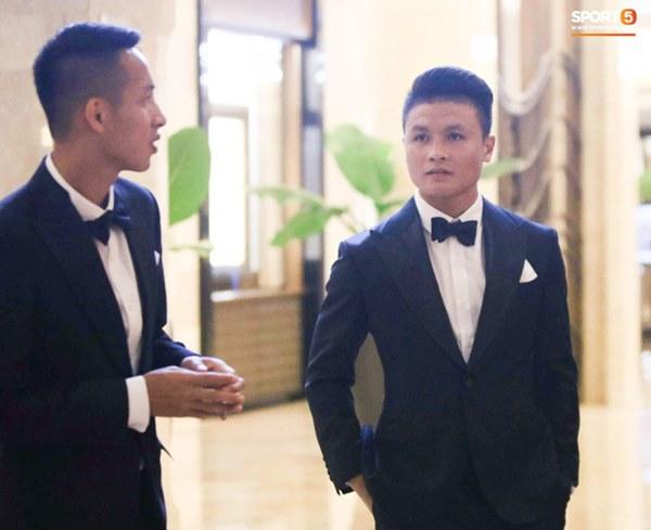 Hot: Quang Hải đưa Huỳnh Anh cùng đi dự lễ trao giải Quả bóng vàng Việt Nam 2020-11