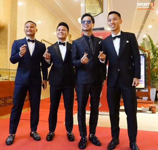 Hot: Quang Hải đưa Huỳnh Anh cùng đi dự lễ trao giải Quả bóng vàng Việt Nam 2020-13