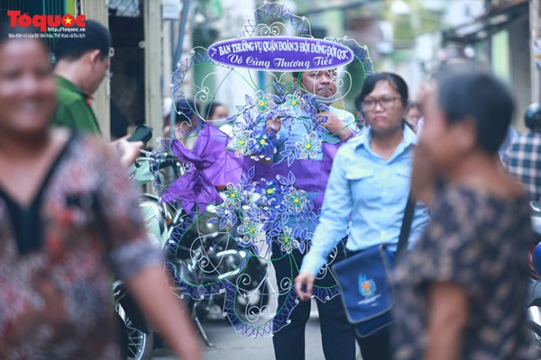 Bí thư Nguyễn Thiện Nhân bật khóc khi viếng bé trai bị cây phượng vĩ đè tử vong tại trường-2