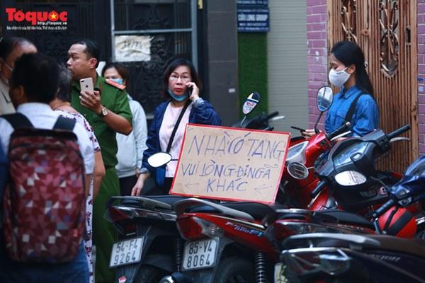Bí thư Nguyễn Thiện Nhân bật khóc khi viếng bé trai bị cây phượng vĩ đè tử vong tại trường-4