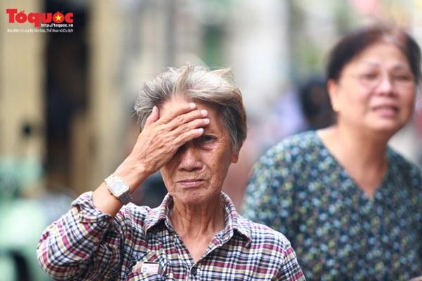 Bí thư Nguyễn Thiện Nhân bật khóc khi viếng bé trai bị cây phượng vĩ đè tử vong tại trường-6