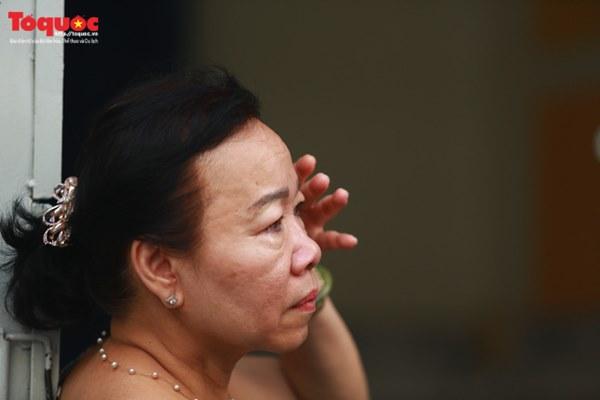 Bí thư Nguyễn Thiện Nhân bật khóc khi viếng bé trai bị cây phượng vĩ đè tử vong tại trường-8