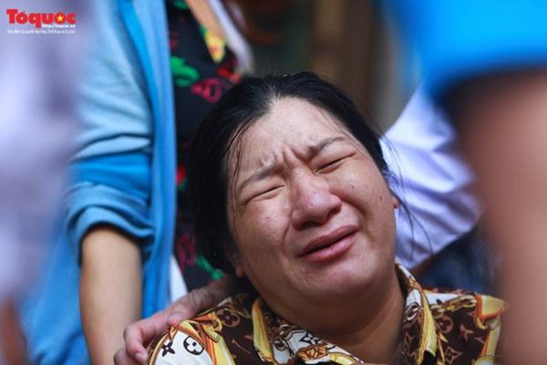 Bí thư Nguyễn Thiện Nhân bật khóc khi viếng bé trai bị cây phượng vĩ đè tử vong tại trường-13