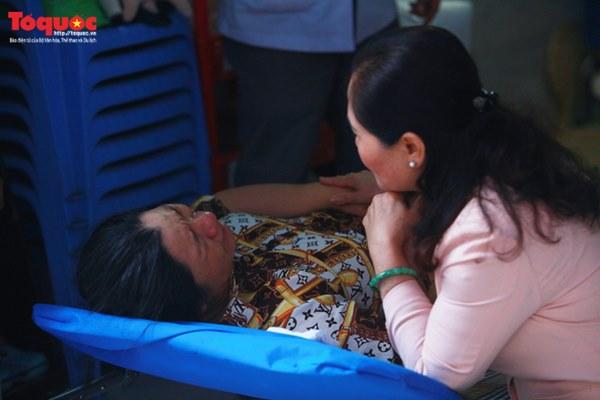 Bí thư Nguyễn Thiện Nhân bật khóc khi viếng bé trai bị cây phượng vĩ đè tử vong tại trường-14