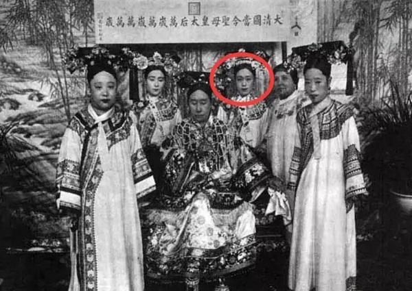 Ai từng nhận xét nữ nhân nhà Thanh xấu xí thì đó là vì chưa bao giờ xem ảnh của nữ quan thân cận với Từ Hi Thái Hậu-3