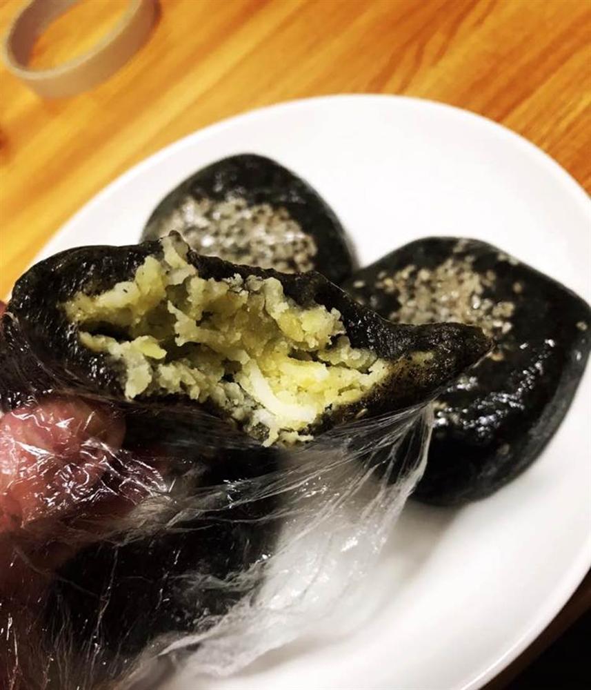Đi đường ở Nhật tiện tay hái nắm lá, cô gái chế ngay được món bánh nức tiếng quê nhà khiến mọi người tới tấp hỏi công thức-6