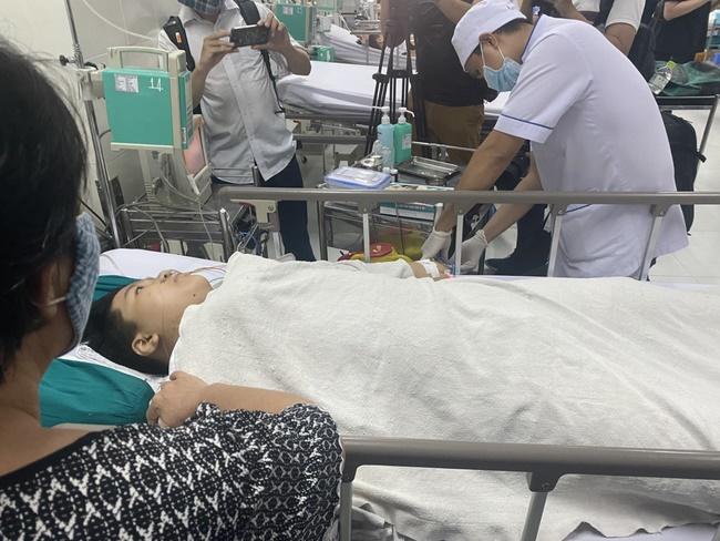 Hiệu trưởng THCS Bạch Đằng quyết định cho học sinh đi học ngay sau sự cố cây phượng đổ: Phụ huynh lo lắng nhưng tin vào trường-4