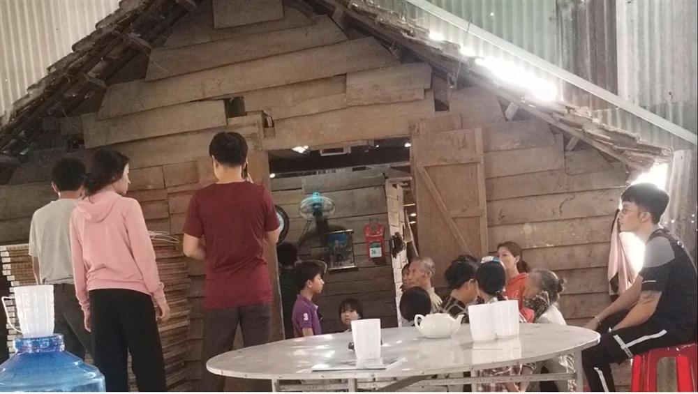 Lâm Đồng: Một học sinh lớp 4 chết trong tư thế treo cổ-3