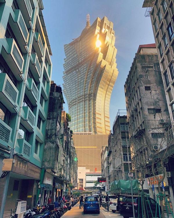 """Cận cảnh công trình để đời nhất của ông trùm"""" sòng bạc Macau vừa qua đời: Toà nhà hình búp sen vàng khổng lồ, hình check-in ngập tràn MXH-3"""