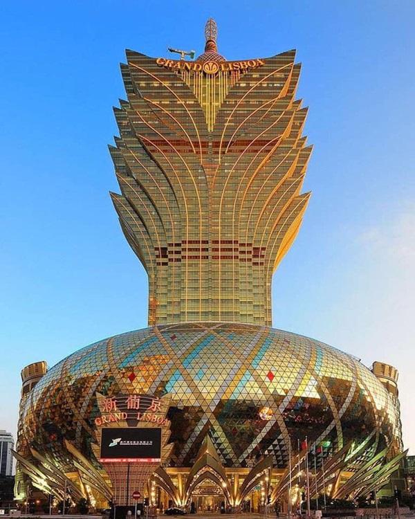 """Cận cảnh công trình để đời nhất của ông trùm"""" sòng bạc Macau vừa qua đời: Toà nhà hình búp sen vàng khổng lồ, hình check-in ngập tràn MXH-8"""