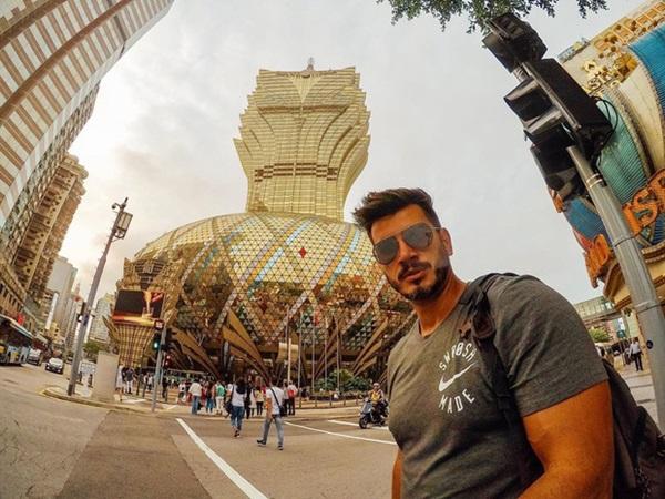 """Cận cảnh công trình để đời nhất của ông trùm"""" sòng bạc Macau vừa qua đời: Toà nhà hình búp sen vàng khổng lồ, hình check-in ngập tràn MXH-17"""