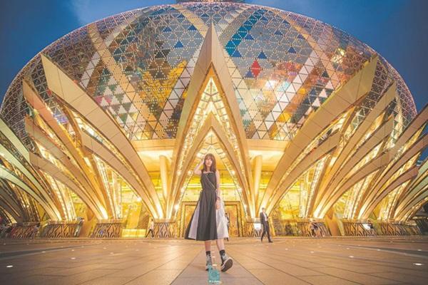 """Cận cảnh công trình để đời nhất của ông trùm"""" sòng bạc Macau vừa qua đời: Toà nhà hình búp sen vàng khổng lồ, hình check-in ngập tràn MXH-18"""