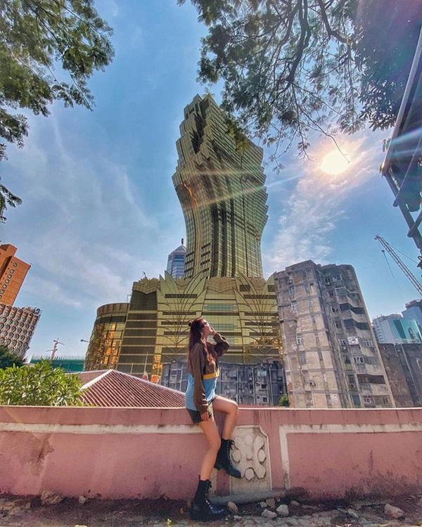 """Cận cảnh công trình để đời nhất của ông trùm"""" sòng bạc Macau vừa qua đời: Toà nhà hình búp sen vàng khổng lồ, hình check-in ngập tràn MXH-24"""