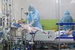 Bệnh nhân 91 có biểu cảm lúc bác sĩ trò chuyện, rơi nước mắt khi được hỏi thăm-2