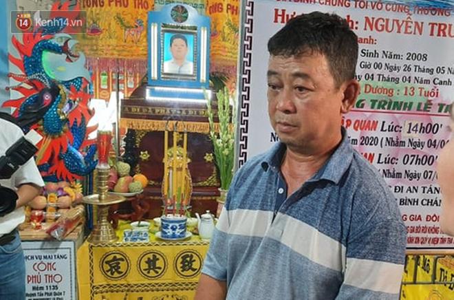 Ốc Thanh Vân xót xa, Lương Thuỳ Linh đến viếng và dành điều đặc biệt cho gia đình bé trai tử vong vì cây phượng bật gốc-6