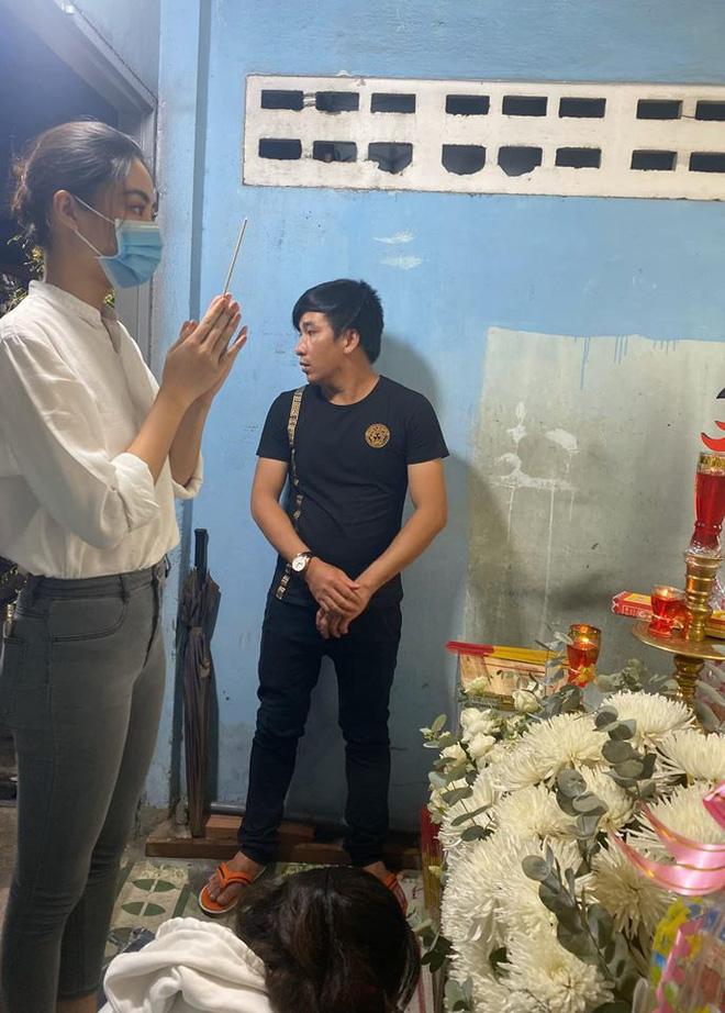 Ốc Thanh Vân xót xa, Lương Thuỳ Linh đến viếng và dành điều đặc biệt cho gia đình bé trai tử vong vì cây phượng bật gốc-1