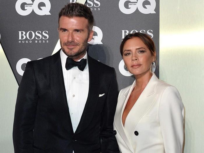 Bà xã có lần hiếm hoi cười tươi rói trên MXH, David Beckham liền đưa ra lời bình luận nhận về cơn bão thả tim của dân mạng-2